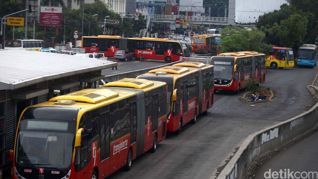 Ahok Kapok Beli Bus TransJ yang Mereknya Tak Jelas