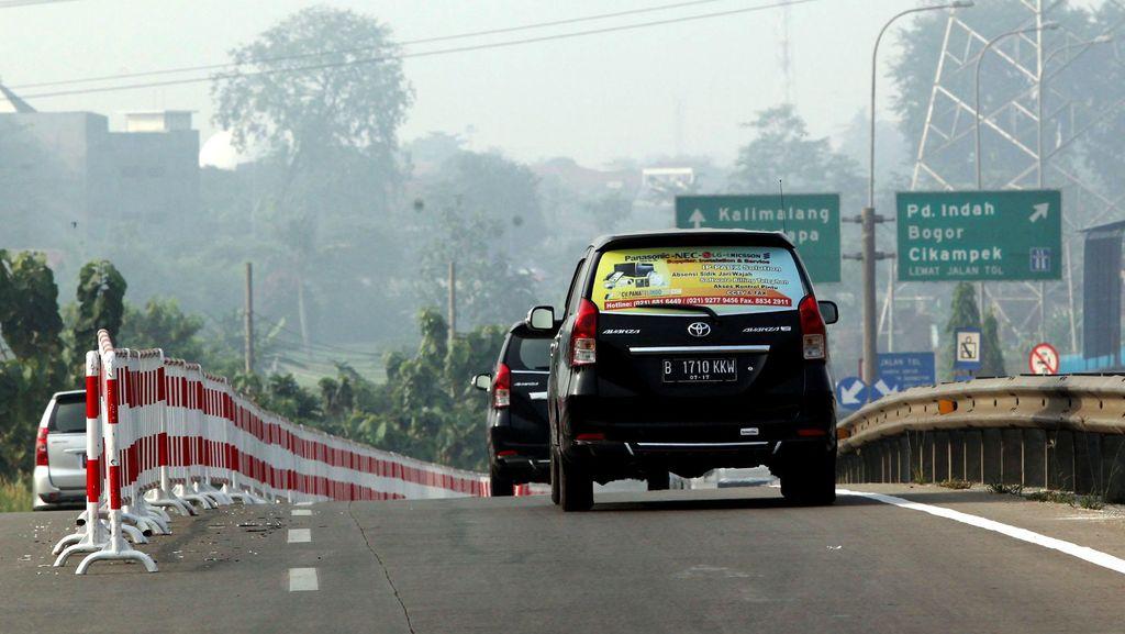 2 Truk Tabrakan di Tol JORR Arah Cikunir, Lalu Lintas Macet 8 Km