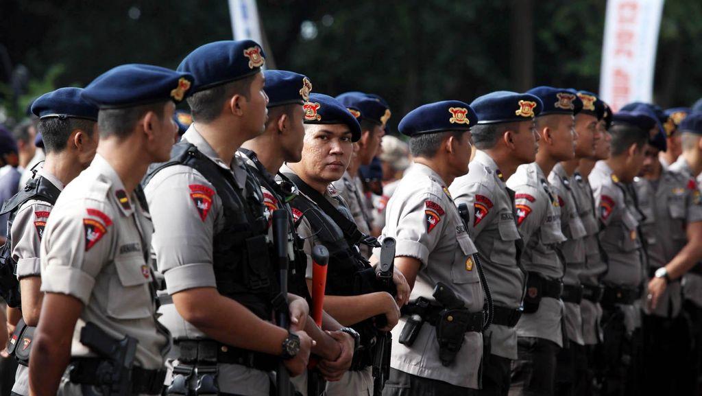15 Ribu Polisi Kawal Perayaan Imlek di Jabar