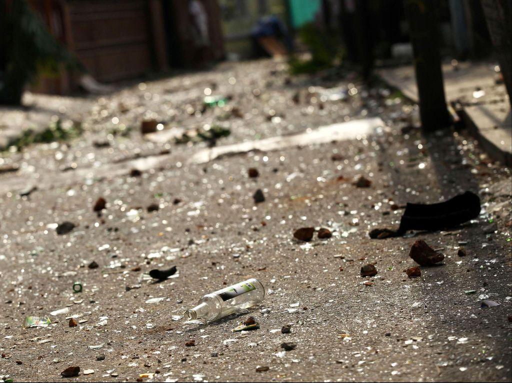 Polisi Bubarkan Tawuran Pemuda di Depan Pul Taksi di Bintaro