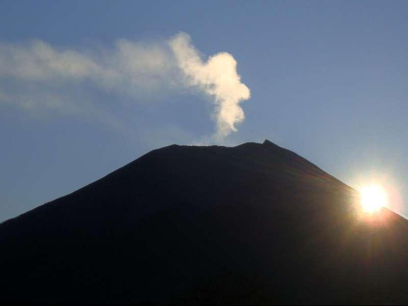 Jalur Pendakian Gunung Slamet Ditutup Akibat Hujan Badai