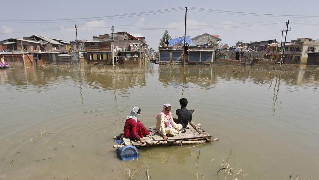 75 Orang Tewas dan 200 Ribu Mengungsi Akibat Banjir di India