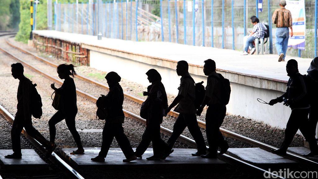 Commuter Line Akan Gunakan 12 Gerbong Ide Bagus, Tapi Apa Stasiun Sudah Siap?