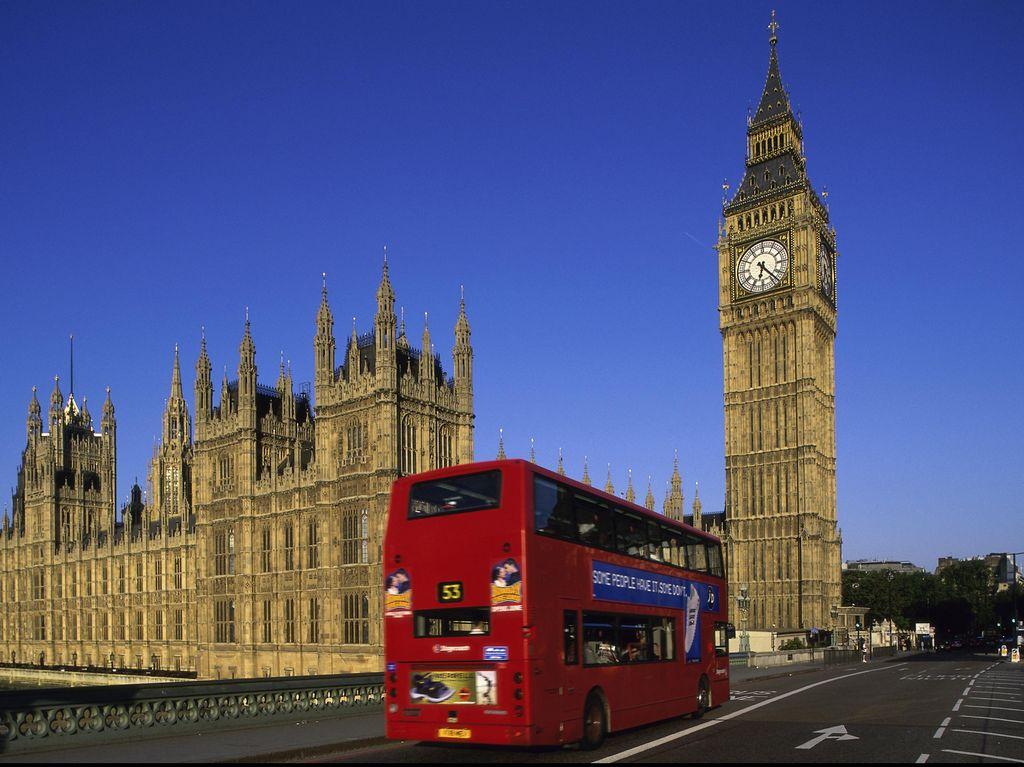 Komisi III DPR Belajar Hukum Adat ke Inggris, Profesor Hukum: Salah Jalan!