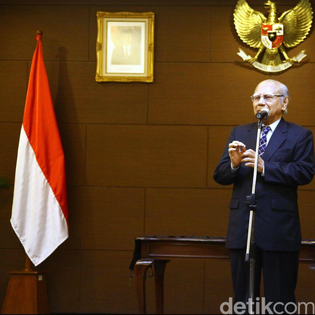 Emil Salim: Ayo Anak Muda Kerja, Jangan Cekcok!