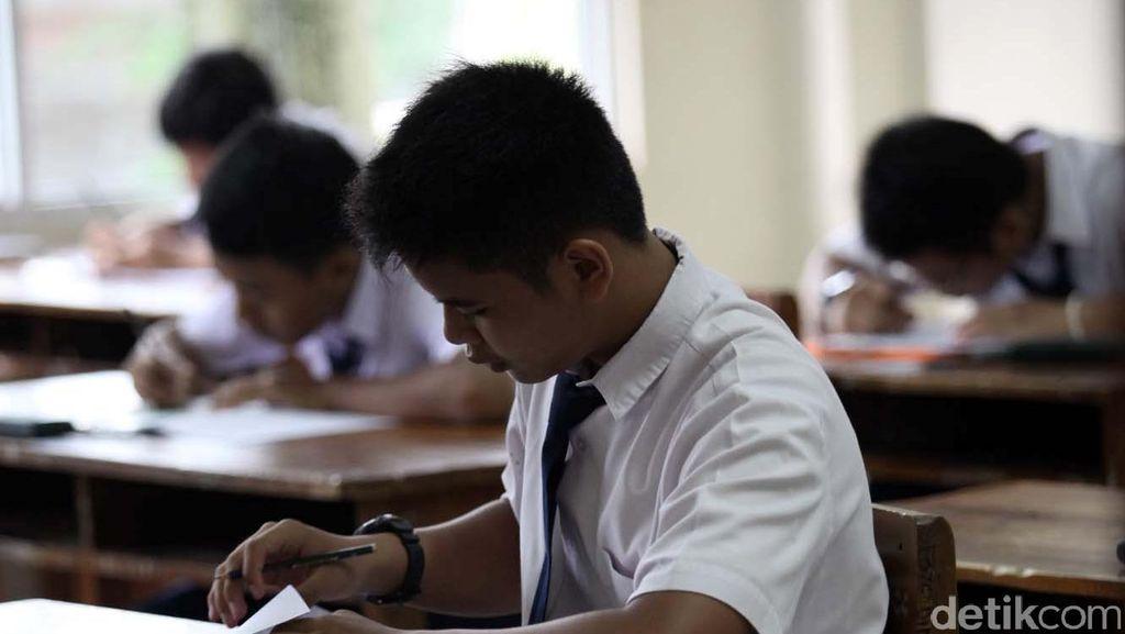 Polisi Bebaskan 25 Siswa SMP yang Coret Bendera Saat Rayakan Kelulusan