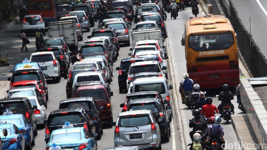 Ahok: Kalau Sopir Nggak Bersertifikat, Nggak Boleh Bawa Bus Kita