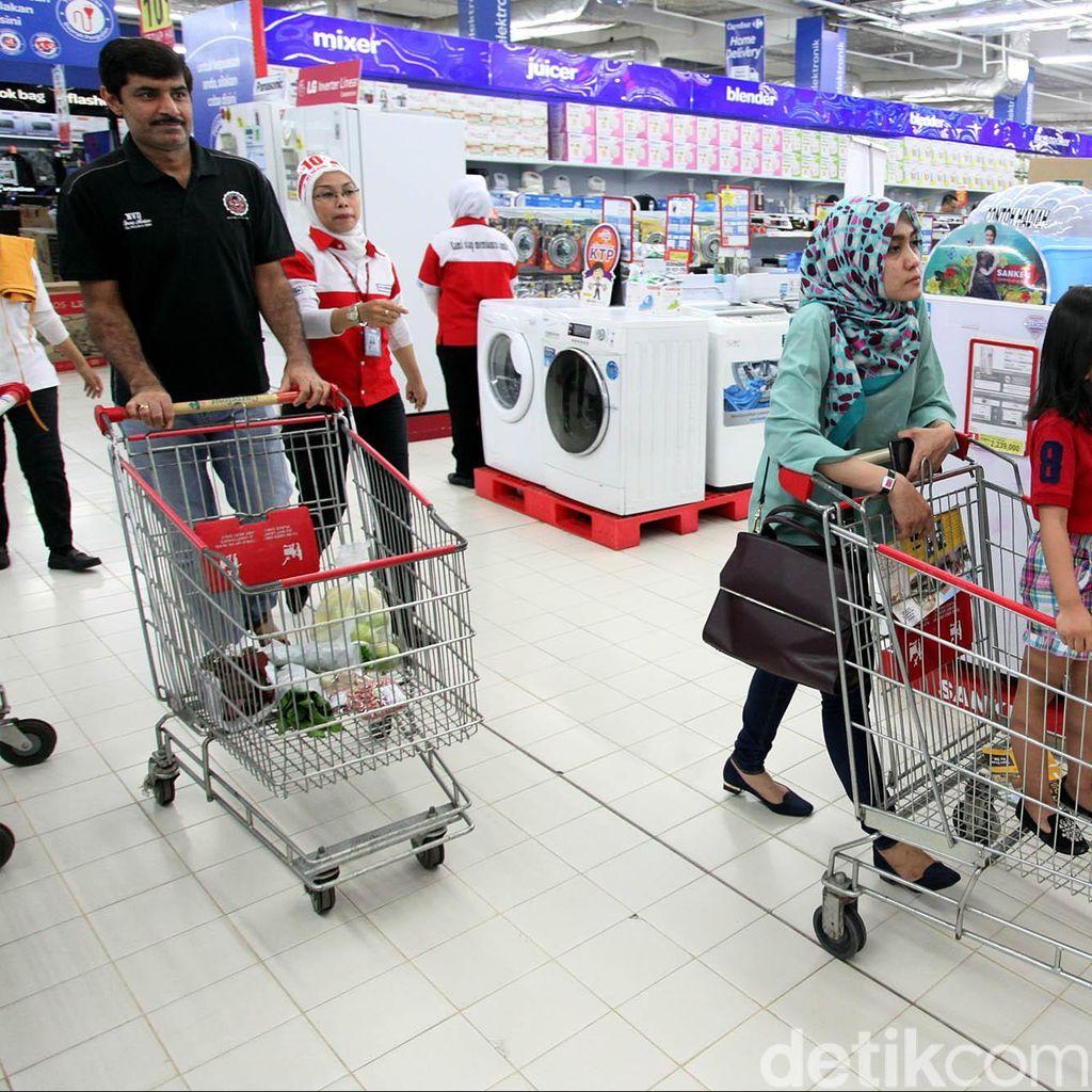 Warga Bandung Pilih Mana, Kantong Plastik Berbayar atau Bawa Tas Belanja Sendiri?