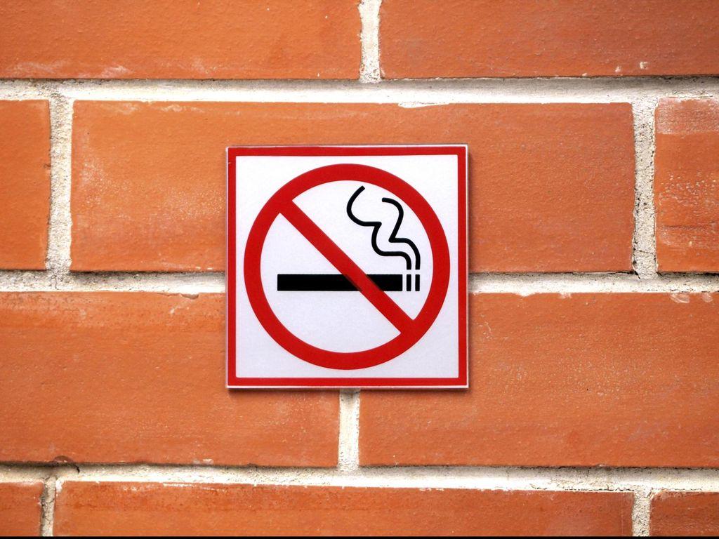 Ini Aturan yang Bikin Ahok Cabut Izin Mal yang Bolehkan Merokok di Ruangan