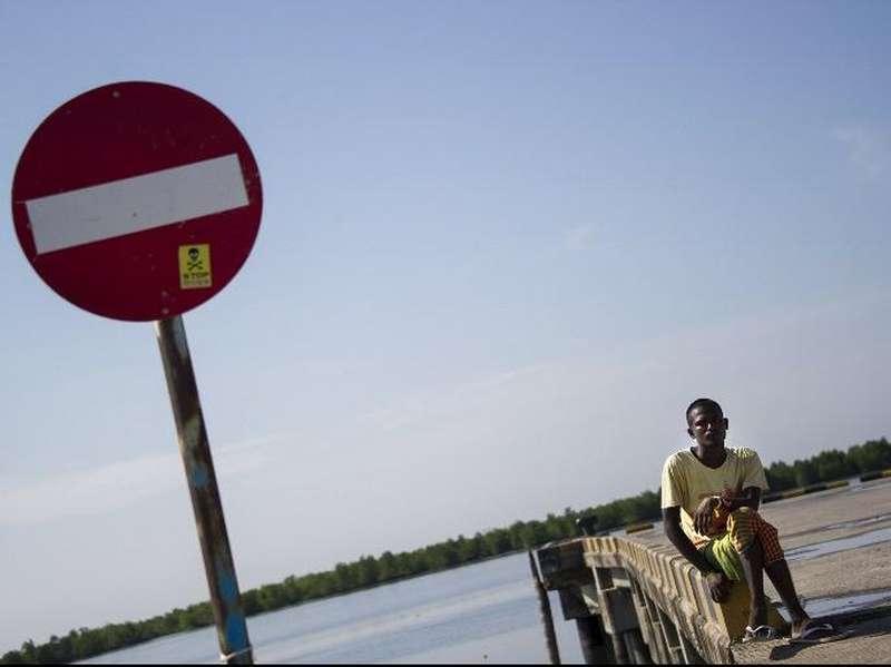 Anggota TNI Gabungan Amankan 4 Imigran Gelap Asal Bangladesh Di Sukabumi