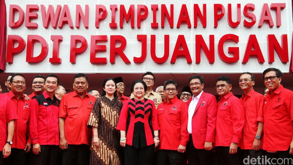 Megawati Lantik Departemen, BP Pemilu dan Badan Saksi PDIP se-Indonesia