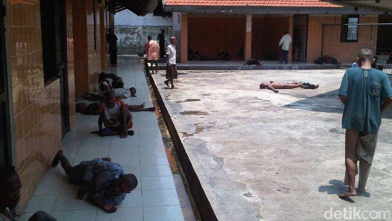 Belajar dari Surabaya, Seperti ini Menangani Orang Gila Lebih Manusiawi