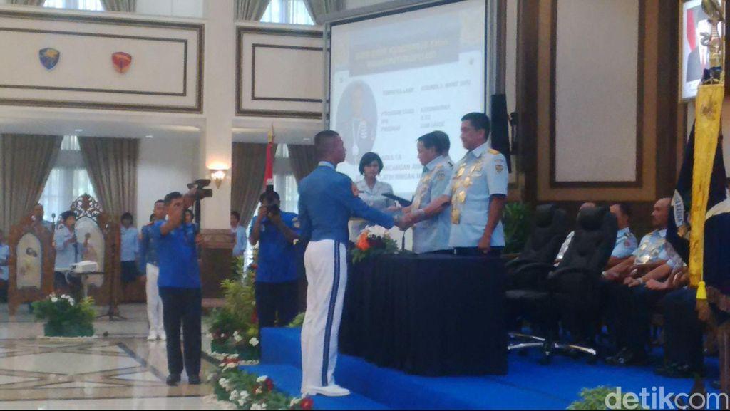 88 Taruna AAU Diwisuda KSAU Marsekal Agus di Yogyakarta