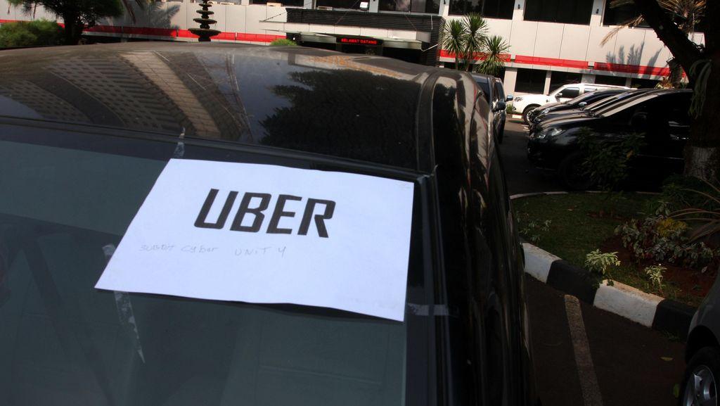 Polisi dan Dishub Razia Uber Taksi di Bantargebang, 10 Unit Dikandangkan