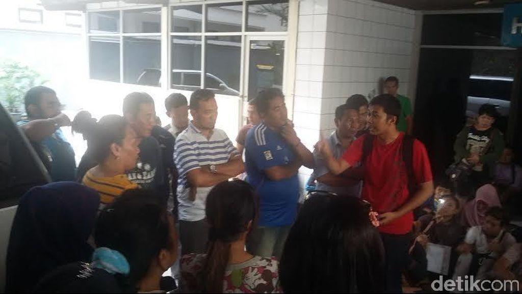 Penyewa Stan PRJ Senayan Demo Tuntut Ganti Rugi Biaya Sewa