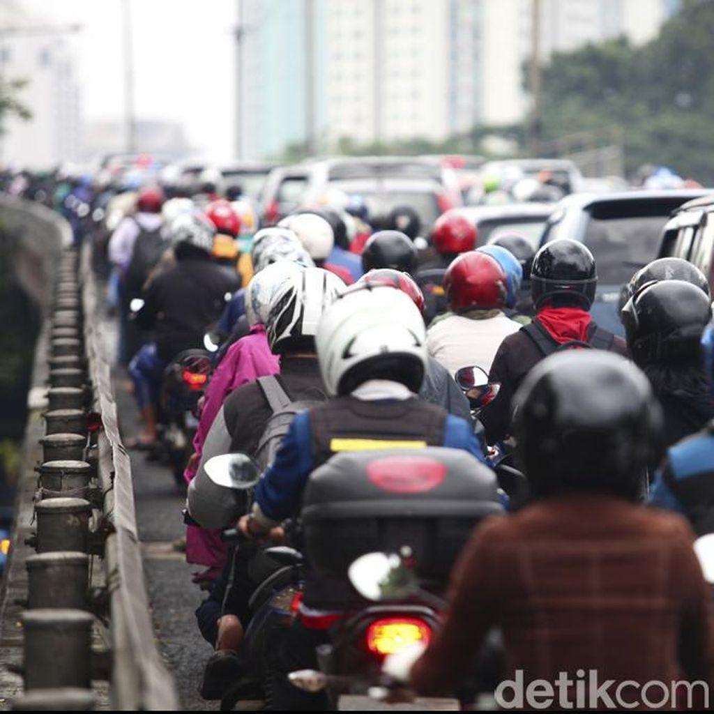 Libur Akhir Pekan Usai, Puncak Arah Jakarta Macet Parah