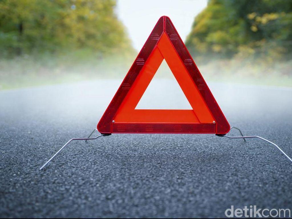 Ada Mobil Pecah Ban di KM 8 Tol Jagorawi Arah Bogor, Lalin Macet