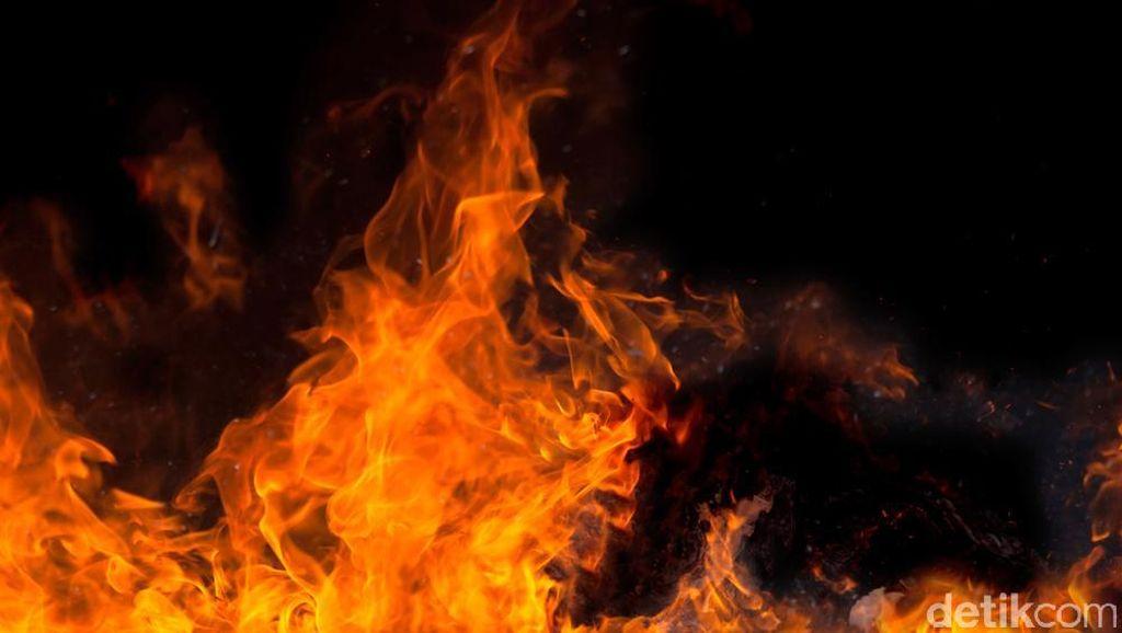 Gardu Listrik di Kebon Jeruk Terbakar, 5 Unit Damkar Dikerahkan