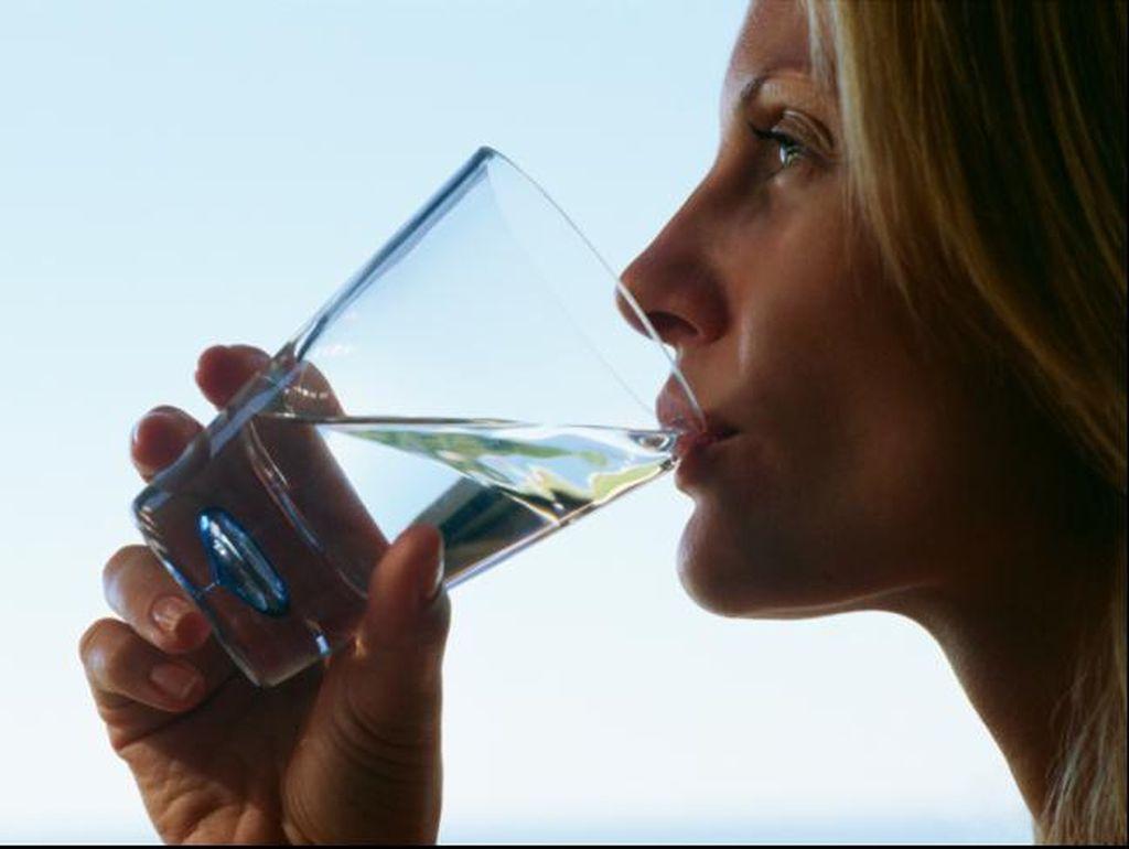 Studi Ungkap Minum 500 ML Air Putih Sejam Sebelum Makan Bantu Pangkas Bobot