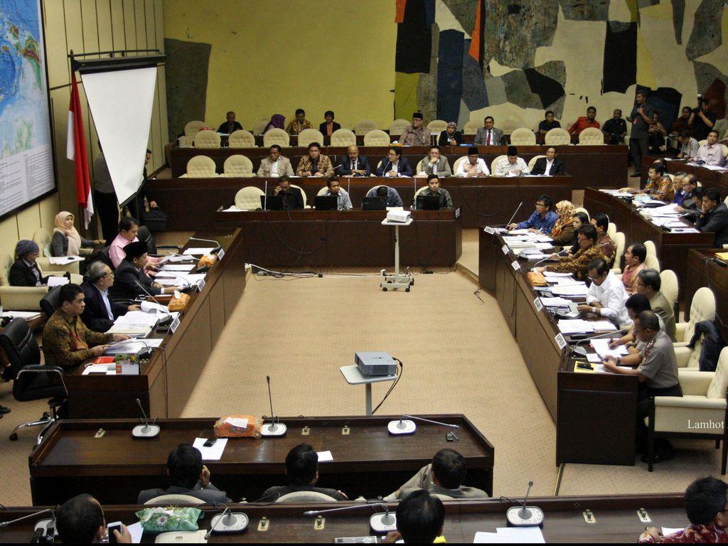 Sengkarut Pilkada Surabaya, PDIP Protes ke KPU di Rapat Komisi II