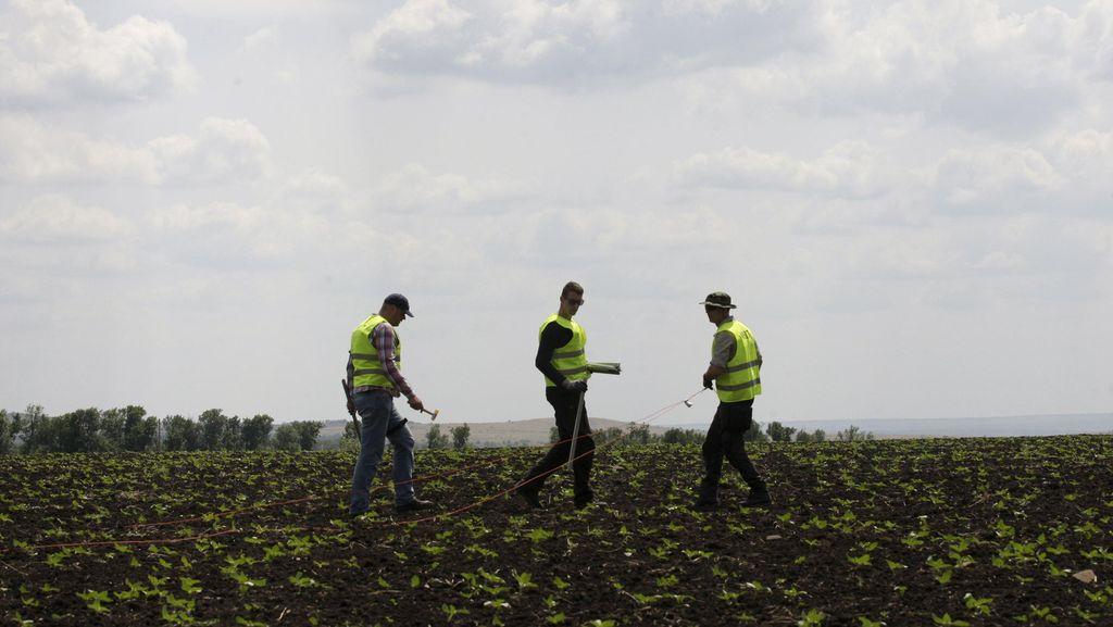 Ditemukan Potongan Rudal di Lokasi Jatuhnya MH17