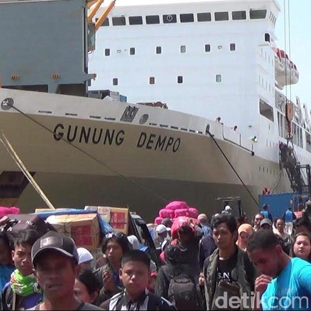 Pelindo III Siapkan 10 Bus Antar Gratis Pemudik dari Pelabuhan Tanjung Perak
