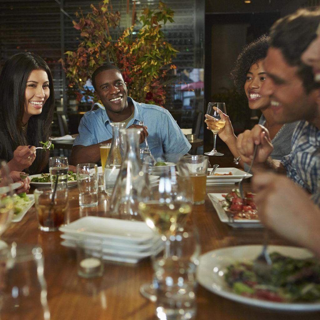 Menguak Perilaku Unik Pria dan Wanita Ketika Makan Bareng Lawan Jenis