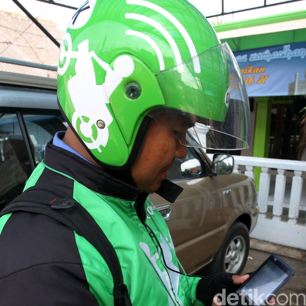Syal Penumpang Masuk Roda, Go-Jek Alami Kecelakaan di Jakarta Timur