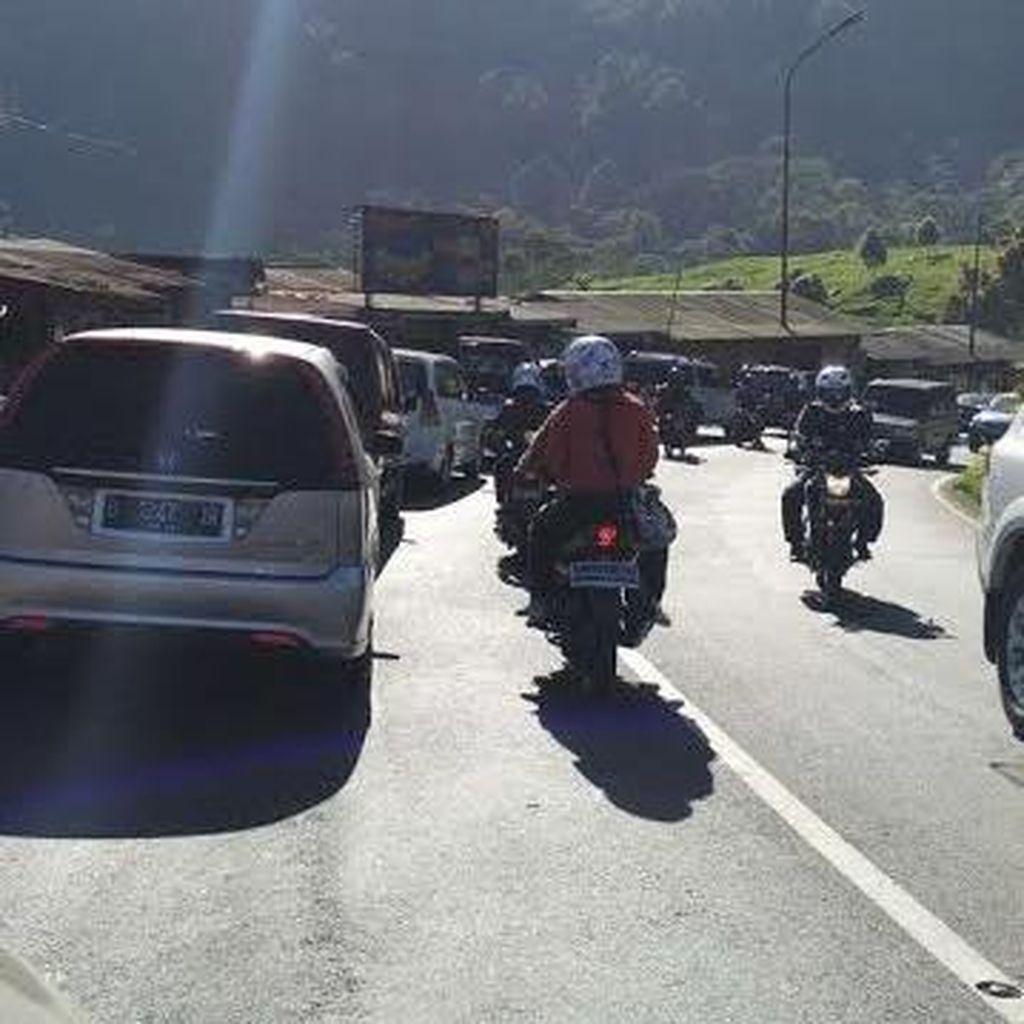 Libur Akhir Pekan, Lalu lintas ke Puncak Bogor Mulai Padat