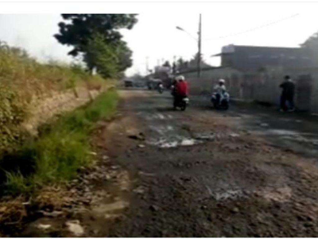 Dear Bupati Bogor, Warganya Mengeluh Jalan di Bojonggede dan Parung Rusak Parah