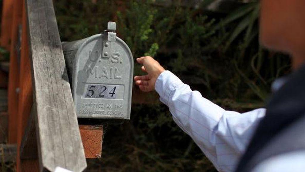 Aksi Heroik Tukang Pos Selamatkan Pria Sakit yang Terkurung di Rumah