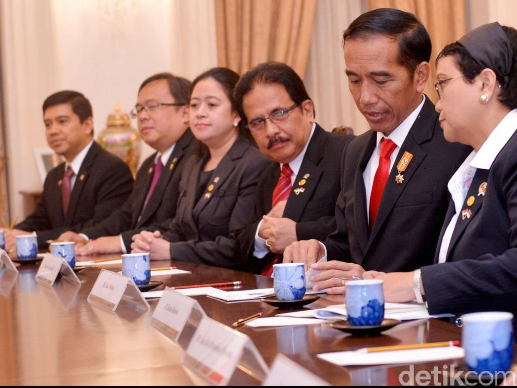 Gelar Rapat Kabinet Bahas Ekonomi, Jokowi: Kita Harus Waspada