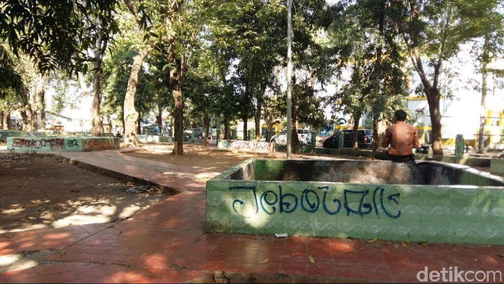 Duh, Taman di Depan PTUN Jakarta Tak Terawat