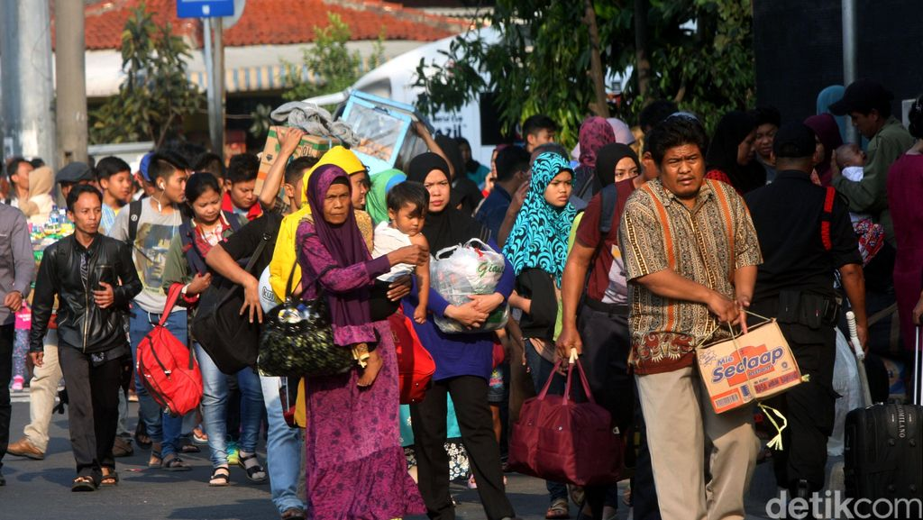 Zero Pencurian selama Mudik, 10 Linmas di Pasar Pagi Diberi Reward