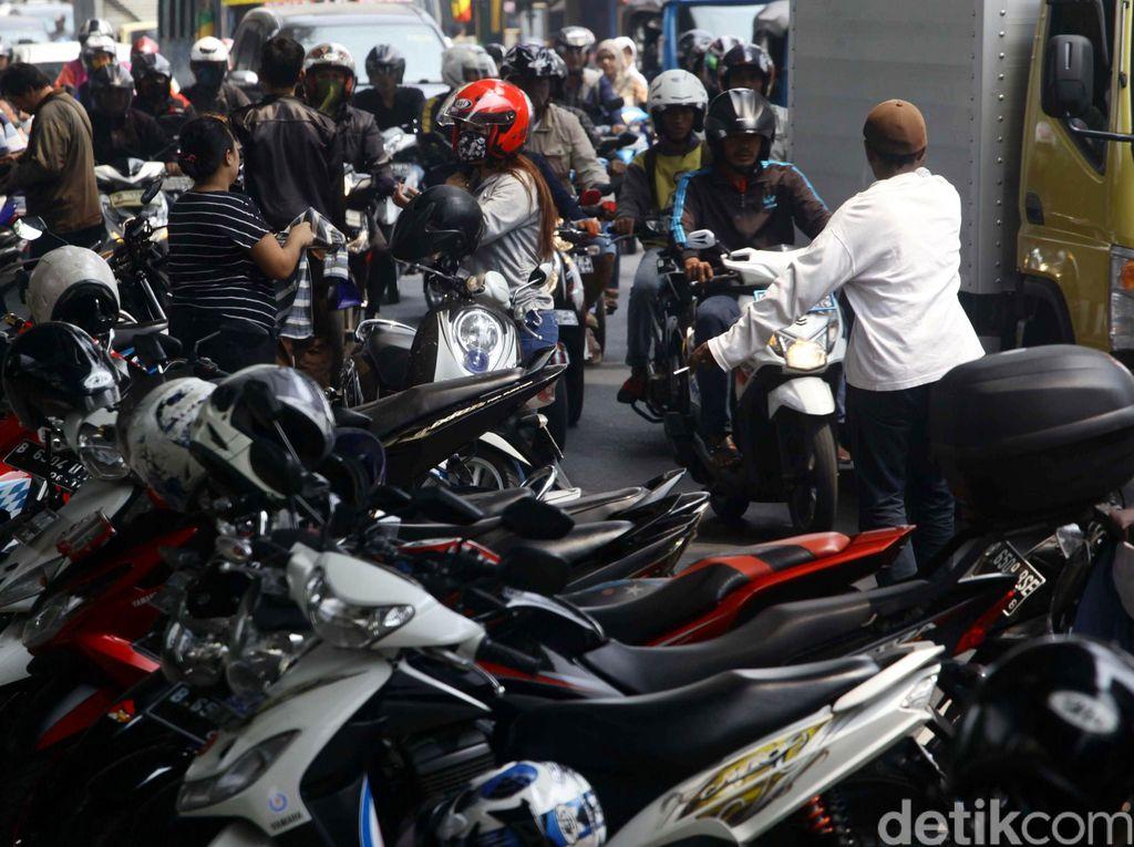 Kadishubtrans DKI Revisi Peraturan Parkir On The Street di Sejumlah Ruas Jalan