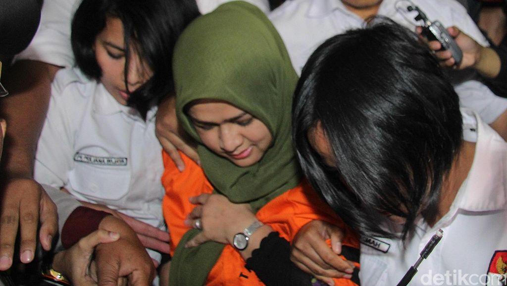 Evy Tiba di KPK untuk Diperiksa, 3 Putri Gubernur Gatot Pergi