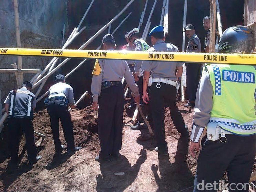 Dua Tukang Bangunan Tewas Tertimpa Longsoran Tanah di Parongpong