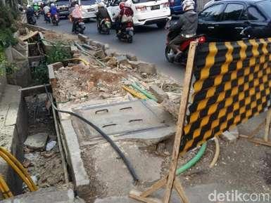 Perlunya Trotoar di Jalan Raya Pekayon