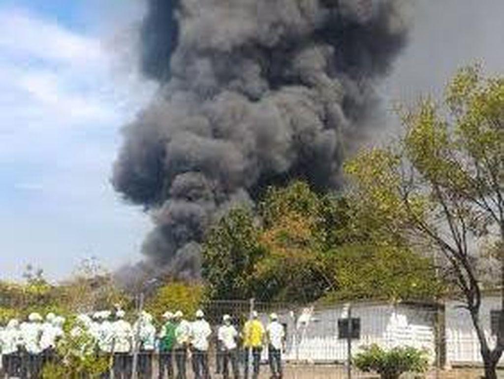 Ini Penampakan Kebakaran Pabrik Korek Gas di Cikarang