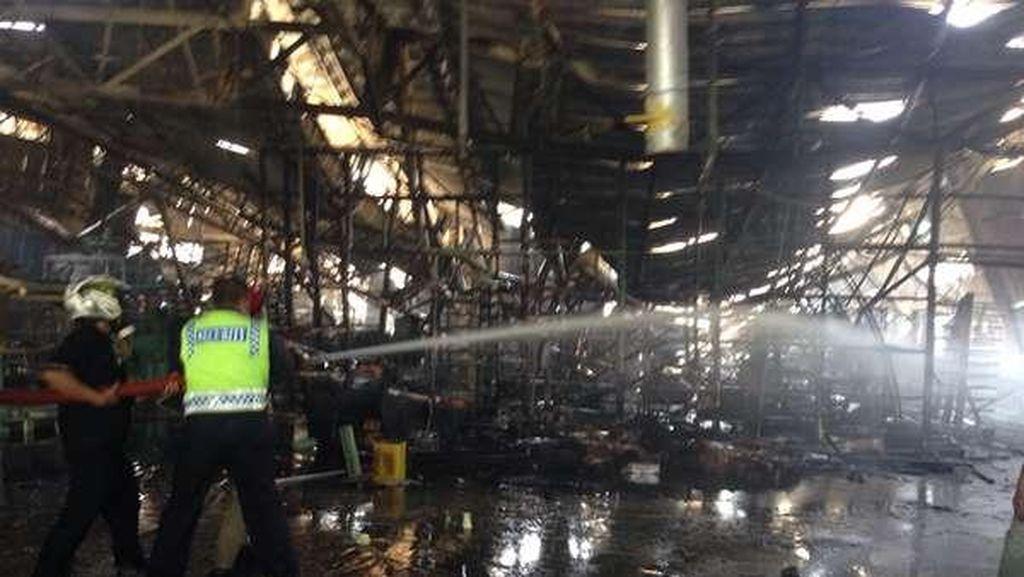 Polisi: Pabrik yang Terbakar di Cikarang Pengolahan Kayu, Bukan Korek Gas