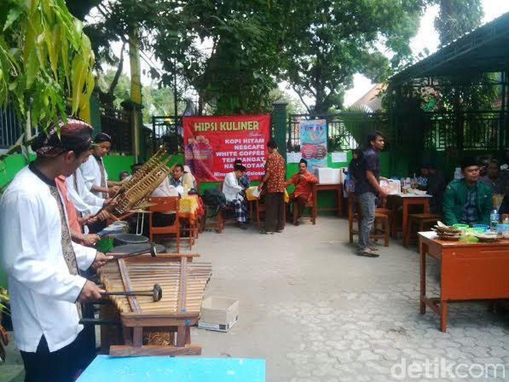 Indahnya Orchestra Salawat dari Perkusi Angklung oleh Santri-santri NU