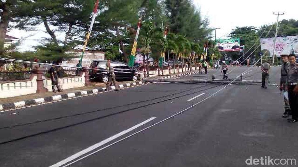 Avanza Tabrak Tiang Listrik Hingga Roboh, Sopir Dilarikan ke RS di Tanjungpinang