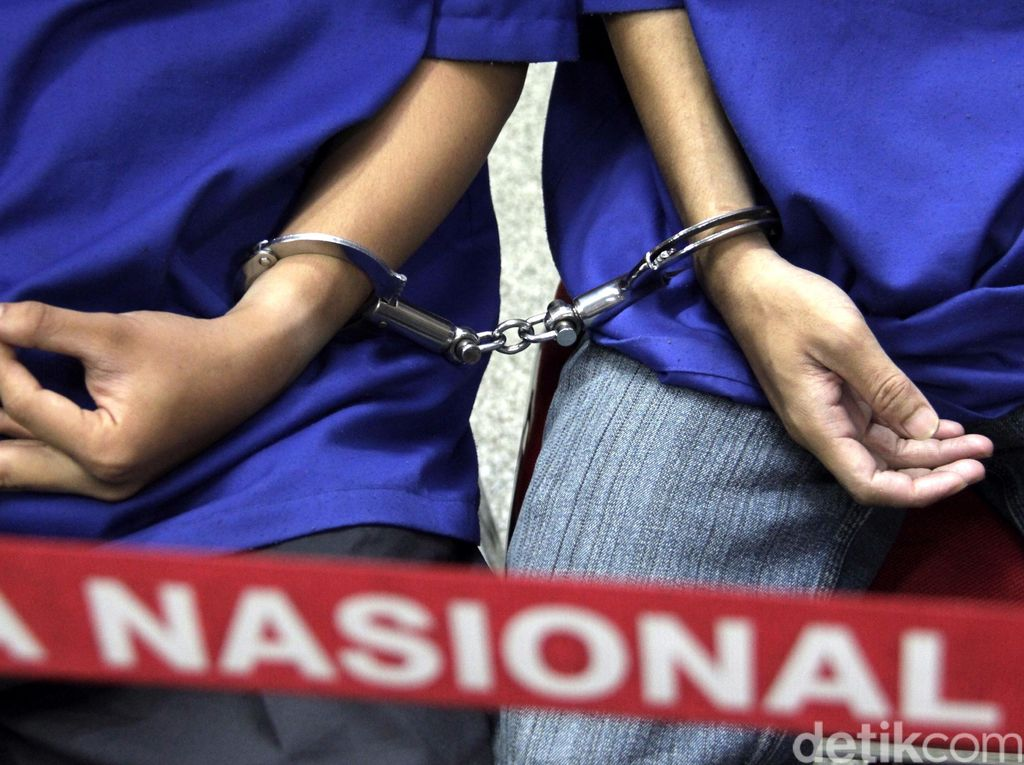 Jebol Terali Besi, 7 Tersangka Pencurian Kabur Dari Tahanan Polsek Cibadak