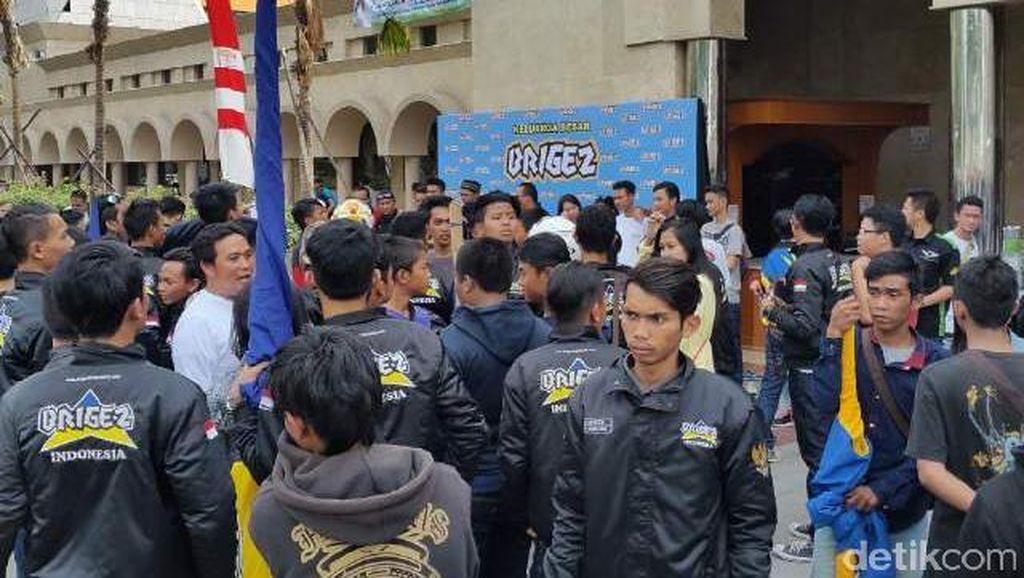 Eks Anggota Geng Motor Brigez Zikir di Masjid Raya Bandung