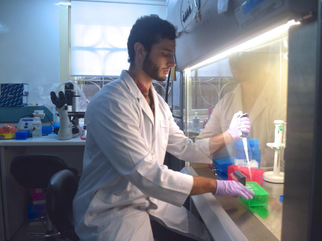 Sepak Terjang Anton Lucanus Sang Ilmuwan Australia untuk Sains Indonesia