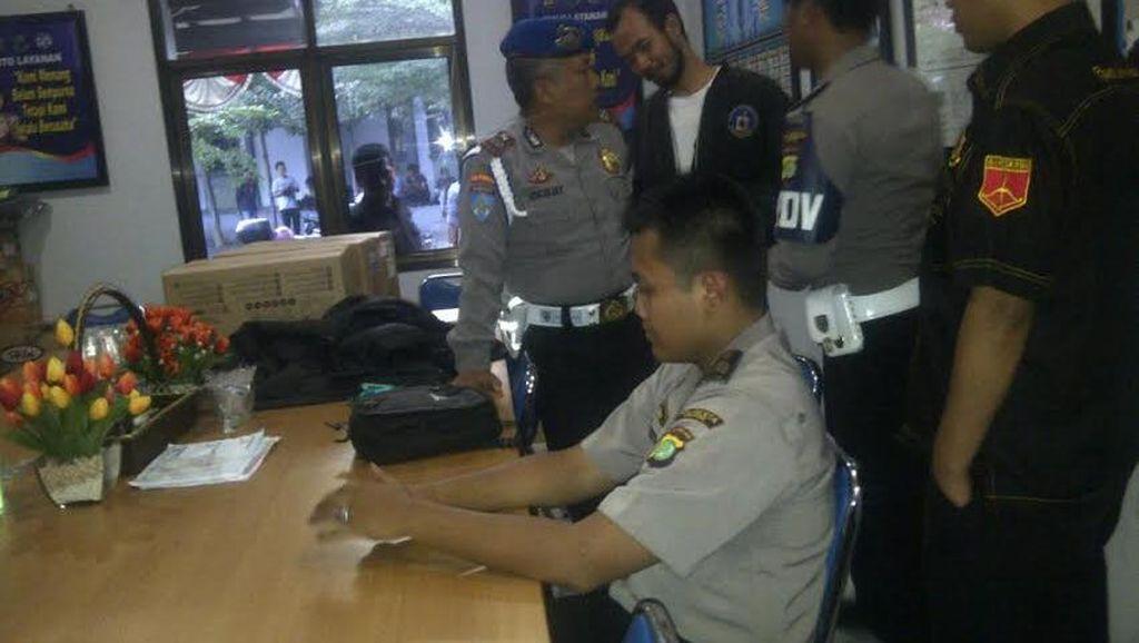 Aditya Si Polisi Gadungan Dibekuk Saat Urus TNKB di Samsat Depok