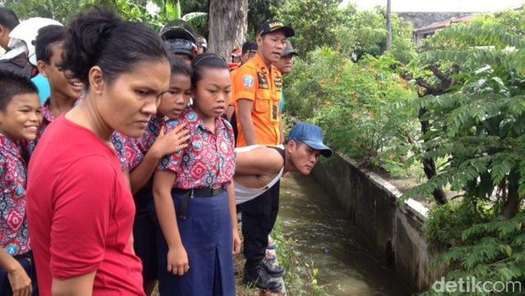 Terperosok di Parit Saat Jalanan Banjir, Ibu dan Anaknya Hanyut di Medan