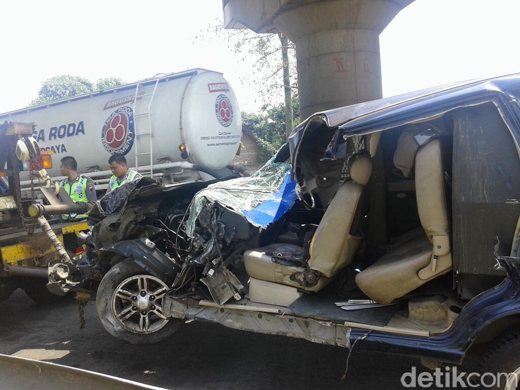 Mobil Pengangkut Uang Kecelakaan di Semarang, Sopir dan Polisi Dilarikan ke RS