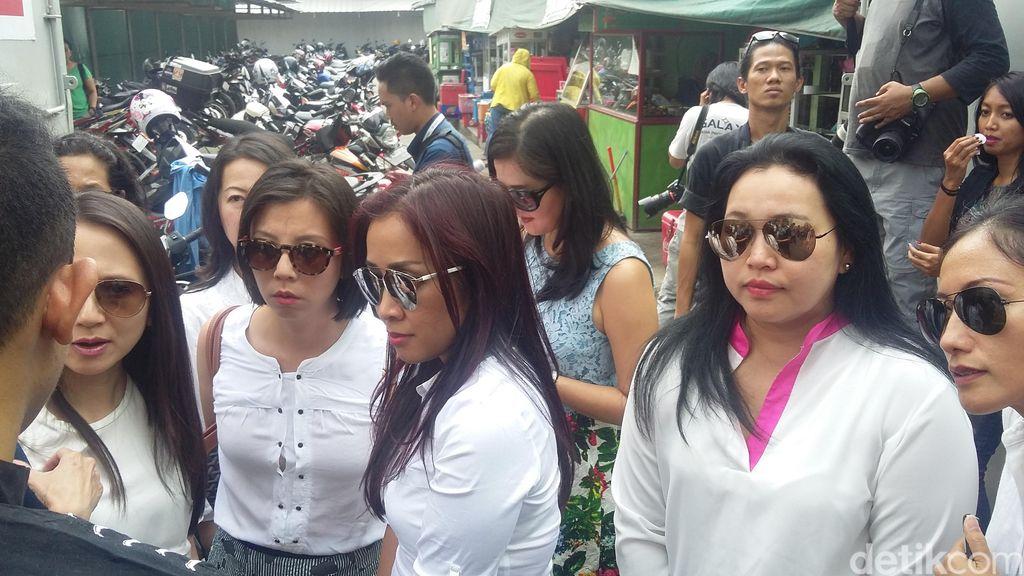 2 Guru JIS akan Dibebaskan, Orangtua Murid Menyambut di Rutan Cipinang