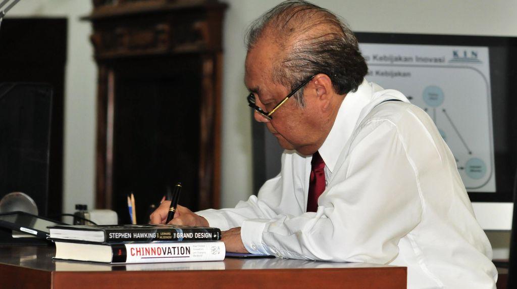 Mantan Menristek Prof Zuhal Berpulang